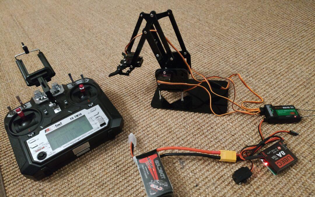 Roboterarm für Spielkinder – nutzlos aber lustig